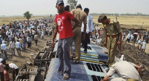Doon Express derails in UP, at least 4 dead