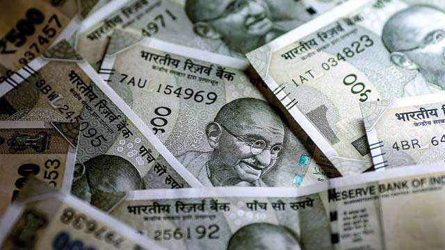 Rupee ends weaker against US dollar, closes at 64.03