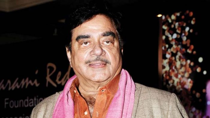 Shatrughan Sinha gets honoured with a lifetime achievement award in UK